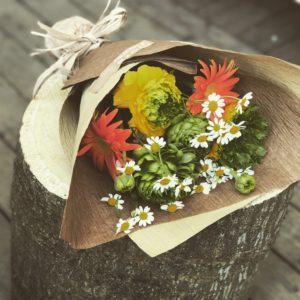 ガーベララナンキュラスナチュラル花束